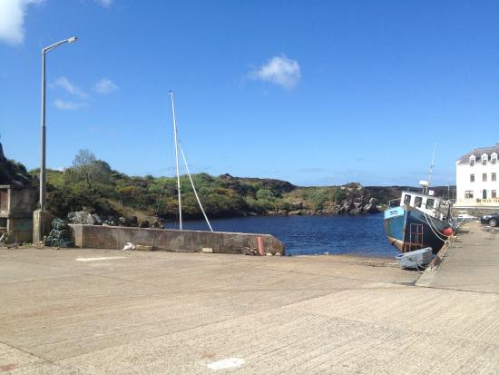 Bunbeg, Irlande : View from the hotel towards the small harbour