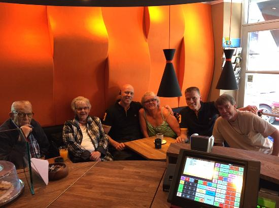 Grams Laekkerier (Lunch): family visiting at our reception