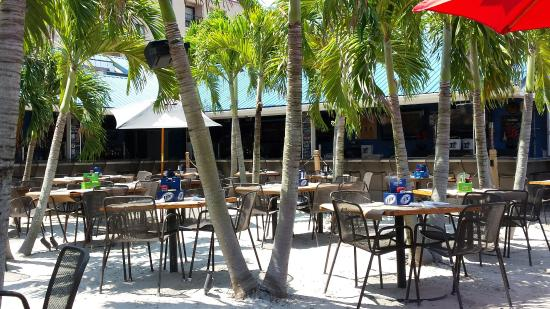 Outdoor Dining On The Beach Picture Of Blu Crabhouse