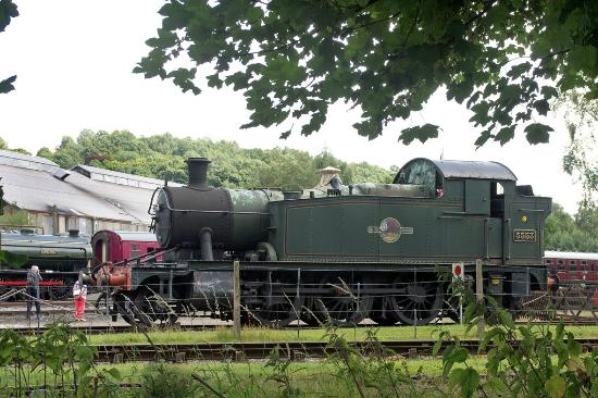Peak Rail: A GWR 2-6-2T on static display, with  0-6-0ST loco in steam behind