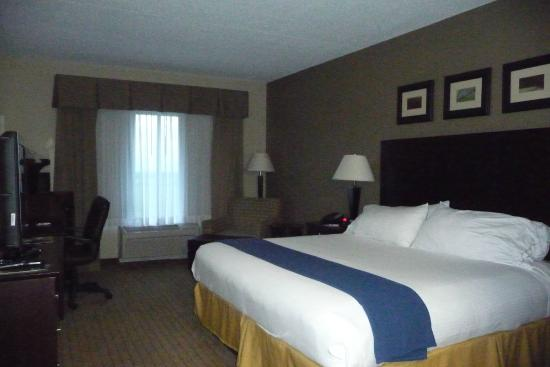 Holiday Inn Express Hotel & Suites Malone: Room