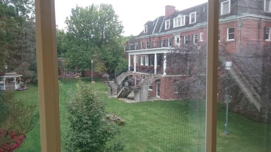 Ivey Spencer Leadership Centre: View of original estate from room wing