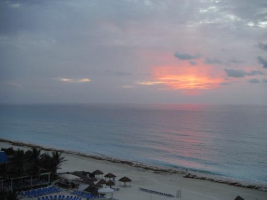 Sandos Cancun Lifestyle Resort : Sunrise Ocean
