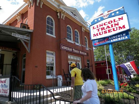 Lincoln Train Museum: Front of Museum