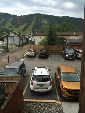 White Buffalo Club - Hotel: Parking lot right outside our bedroom