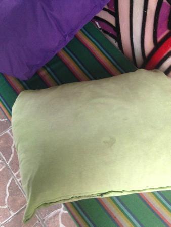Tres Mundos Hostel : Almohadas