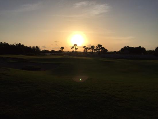 Riviera Cancun Golf Resort: Nothing like golfing while the sun is coming up