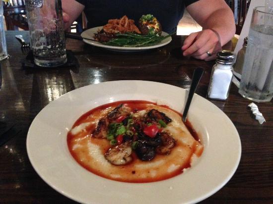 Abendigo's Grill & Patio: SHRIMP & GRITS