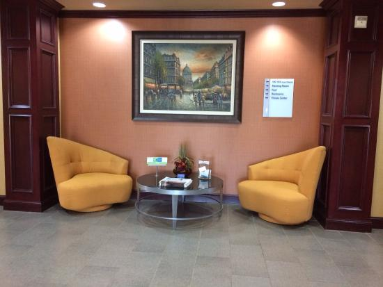 Holiday Inn Express Hotel & Suites Ennis : Foyer Seating