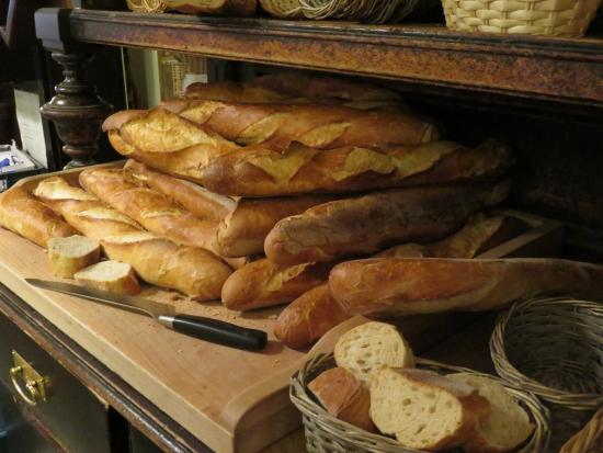 Grand Hotel Orphee: The bread was the best we had in two weeks of great bread