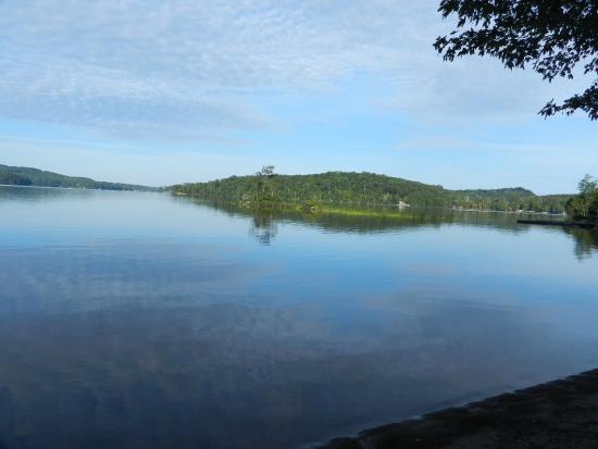 Tally Ho Inn: Early Morning Mirror Lake