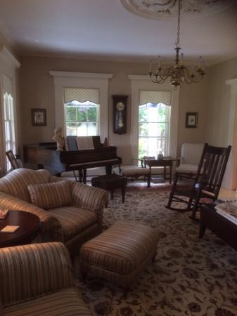 Yarmouth Port, MA: The lounge