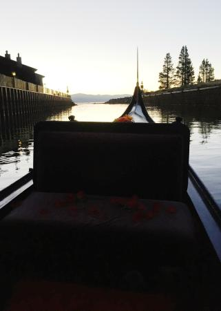 South Lake Tahoe, Californië: Heading out of the marina to enjoy a view of the lake.