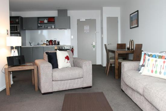 Barclay Suites Auckland: Tower Suite Lounge Area
