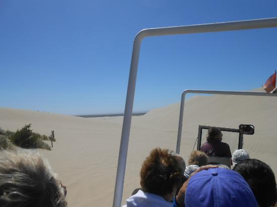 Florence, Oregón: Another buggy racing over the sand