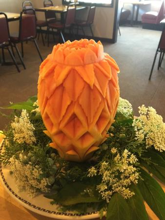 Kam Wah 28: The most stunning carving at KamWah28. They changed the fruit carving every week.