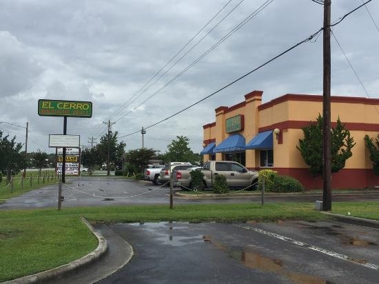 El Cerro Mexican Bar & Grill: Exterior and signage