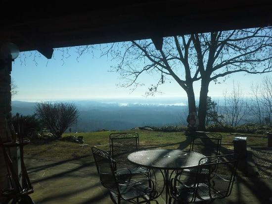 The Secret Bed and Breakfast Lodge : Stunning view from the main lodge!