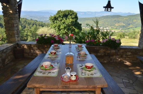 Antugnac, Frankrike: Petits déjeuners en terrasse l'été !