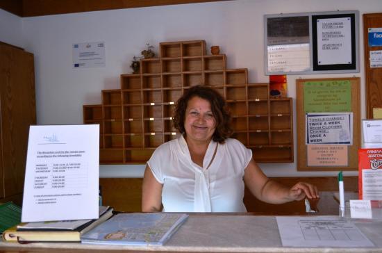Melitti Hotel: Our reception-lady Litsa
