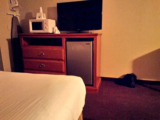 Americas Best Value Inn John Day: Microwave, TV, refrig, and ironing supplies