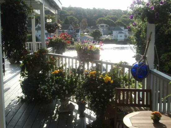 Harbour Towne Inn on the Waterfront: Our view!  Breakfast at this table!