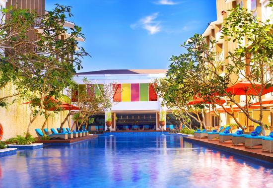 Ibis Styles Bali Benoa: Swimming Pool