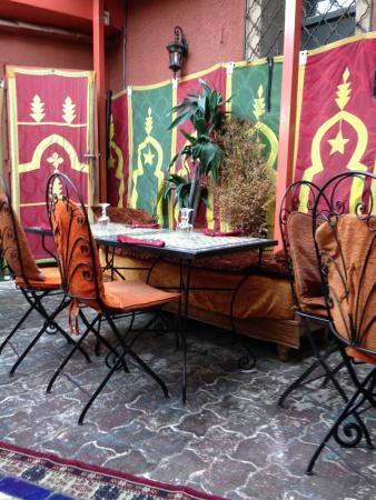 salle extérieure - photo de la table marocaine, istres - tripadvisor