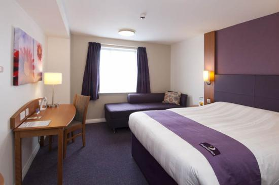 Premier Inn Cardiff (Roath) Hotel: Typical Double Room