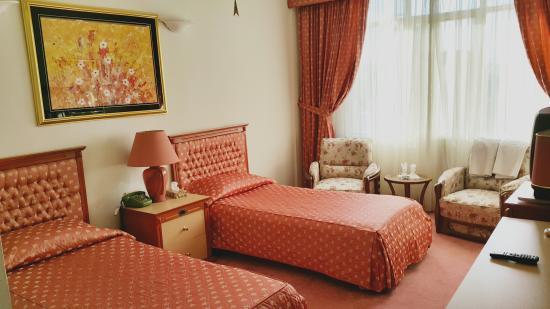 Akhavan Hotel