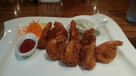 Le Royal Tower Hotel: Gulf prawns, yummy!