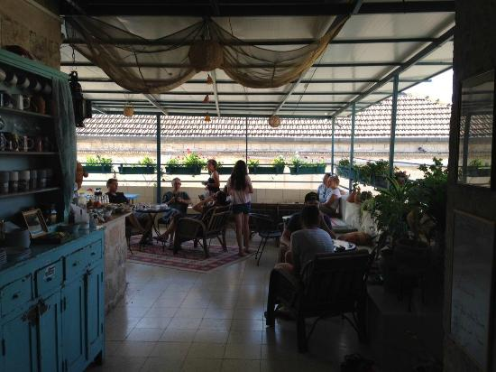 Simsim Guest House: The terasse