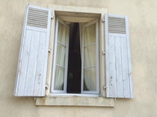 Domaine De Chatenay: bedroom window