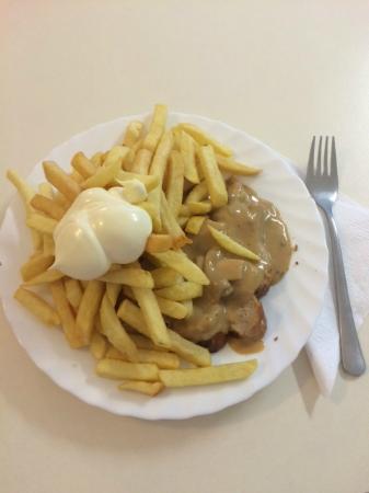 Thommy's Flammengrill: Jägerwurst Pommes Mayonnaise