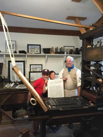 Walking Boston - Tours : Printing their own copy of the Declaration of Independence!