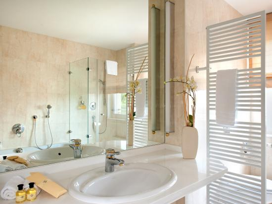Victor's Residenz-Hotel Berlin: Suite, Badezimmer