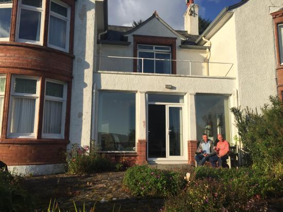 Kippford, UK: Chilling out side the house with a nice glass of wine