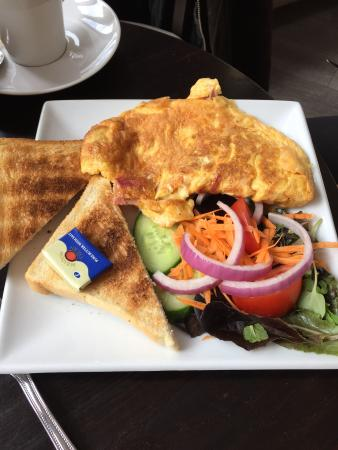 Μπόλτον, UK: Lovely fresh Ham omelette
