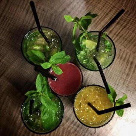 Jaipur Cafe: Mojitos Classique / mangue / gingembre basilic / au centre : luxure