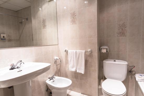 Hotel Encamp : baño