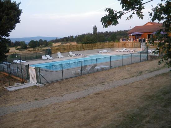 La piscine bild fr n camping les sous bois du lac for Camping lozere piscine