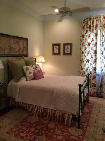 Marcia's Cottages: Master Bedroom - 1st floor