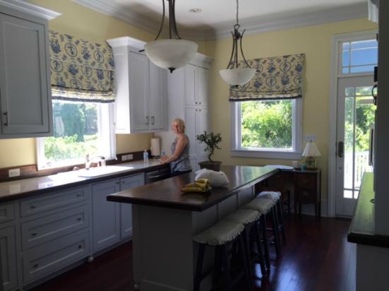 Marcia's Cottages: Kitchen