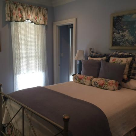 Marcia's Cottages: Bedroom 2 - Upstairs