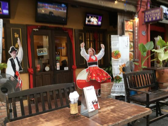 Eleven Bistro & Restaurant : わかりやすい入口です