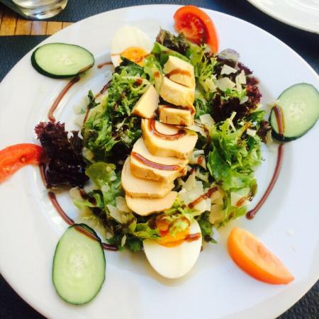 Tarte flamb e classique flammekueche salade caesar for Flammekueche strasbourg