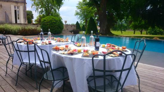 Chateau de La Dauphine: Visite gourmande autour de la piscine