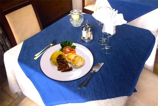 Ristorante Al Molin: Tomini alla piastra con polenta di Storo e Finferli della Val di Sole