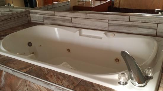 king suite whirlpool tub - picture of quality inn & suites