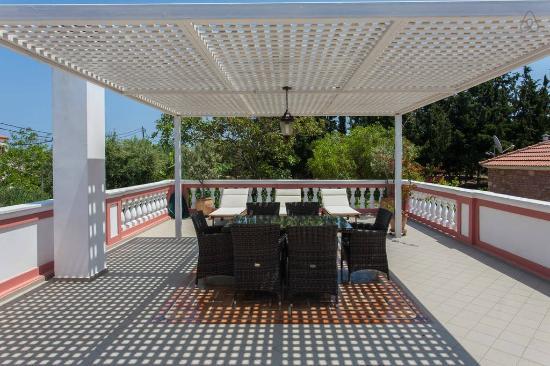 Metohi Georgila: Titika's veranda